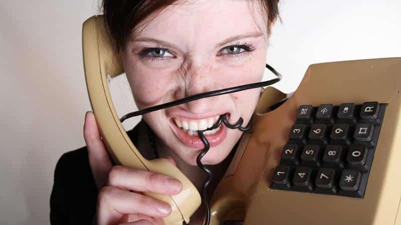Как избавиться от звонков коллекторов банка, если долг не мой