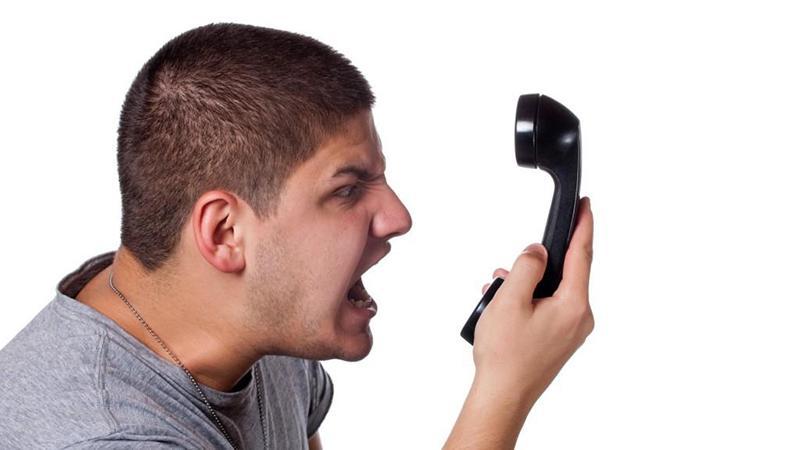 Как отвечать по телефону, если коллектор угрожает