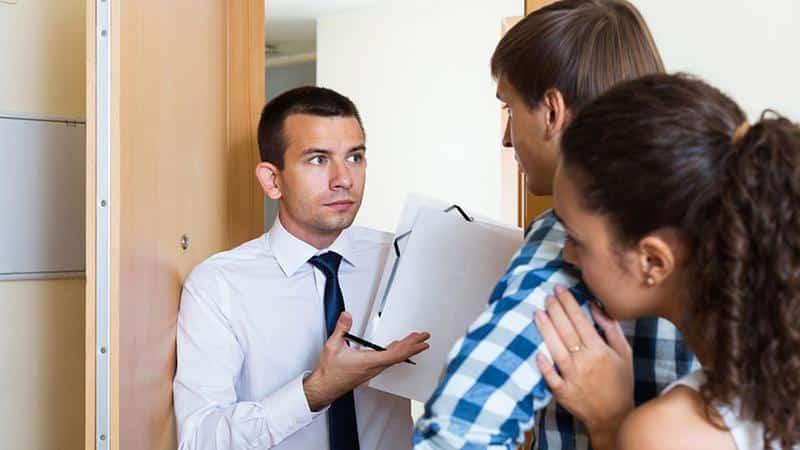 Как правильно вести себя при встрече с коллекторами