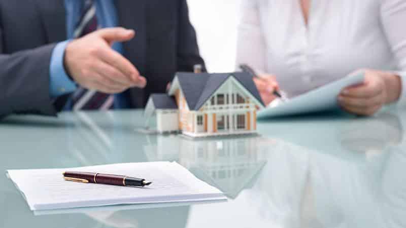 Можно ли продать квартиру с задолженностью по квартплате
