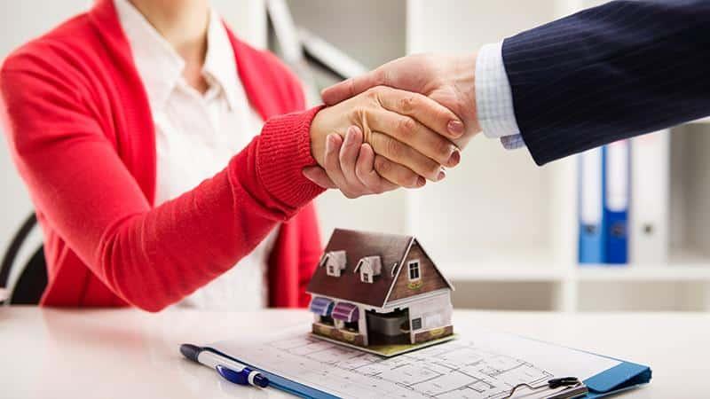 Возможно ли приватизировать квартиру с долгами