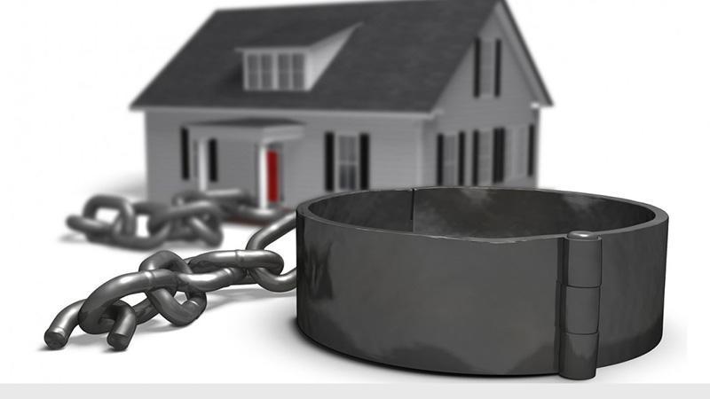 Приватизация квартиры с долгом по квартплате: можно ли провести процедуру
