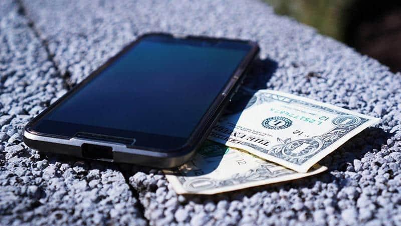 Пришла смс от МТС о задолженности по лицевому счету: нужно ли платить