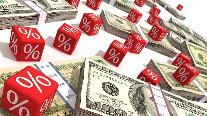 С какой суммы задолженности по квартплате подают в суд