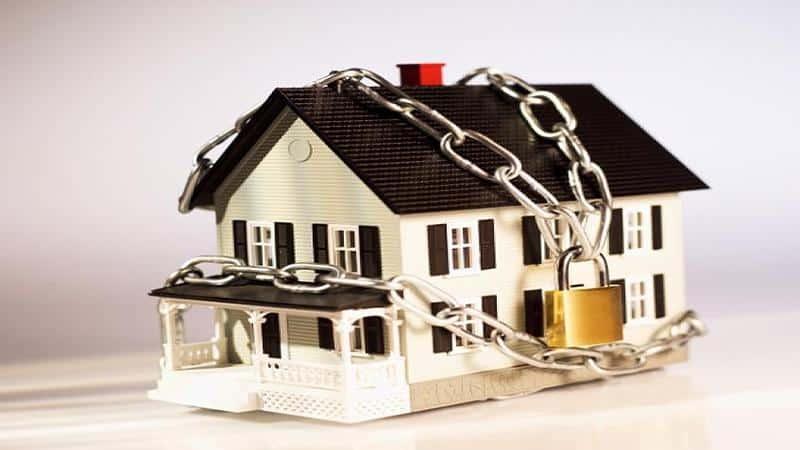 могут ли приставы арестовать единственное жилье