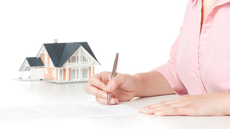 Не собственник: как выписаться из квартиры, если есть долг по квартплате