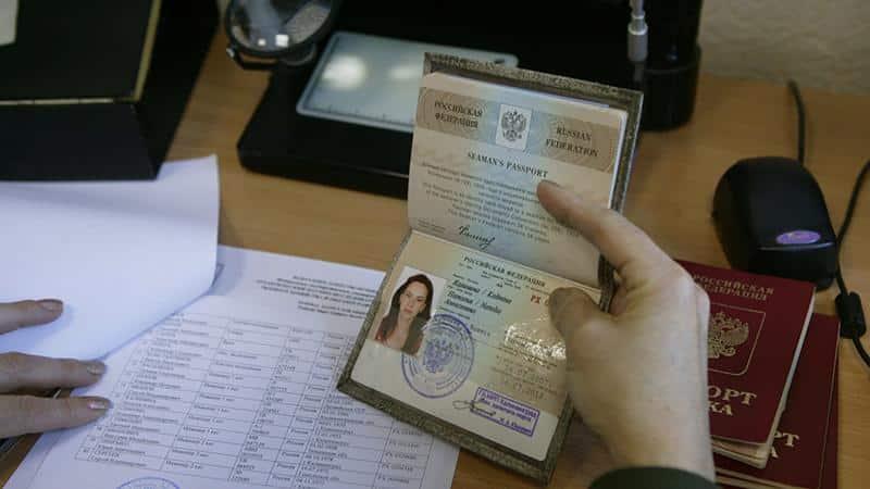 Поездки за границу с долгами: выпустят ли, если есть задолженность ЖКХ или по налогам