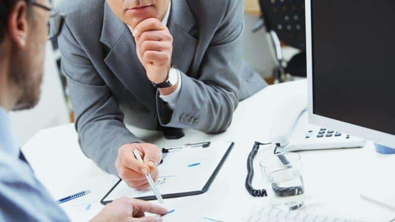 в процессе управления дебиторской задолженностью решаются следующие вопросы