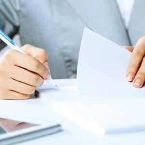 Нюансы вынесения постановления о взыскании заработной платы и иных доходов должника