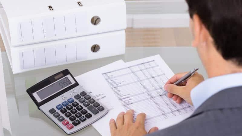 В какой части баланса отражается кредиторская задолженность поставщикам?