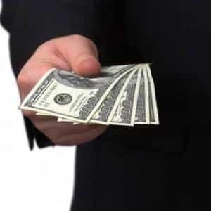 Перед кем несет ответственность должник в случае неисполнения обязательства?