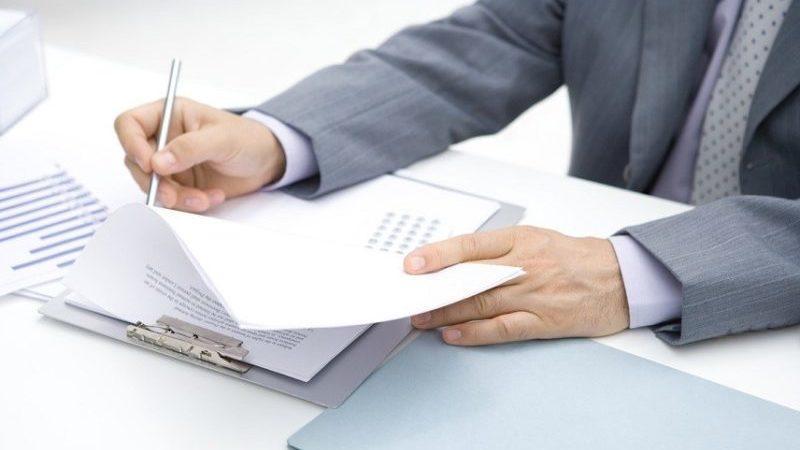 Как отправить запрос в налоговую о счетах должника по исполнительному листу?