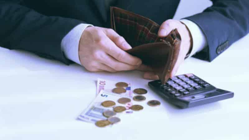 деньги и пустой кошелек