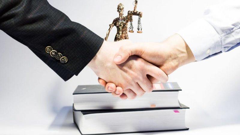 Что происходит с поручителем при смене основного должника