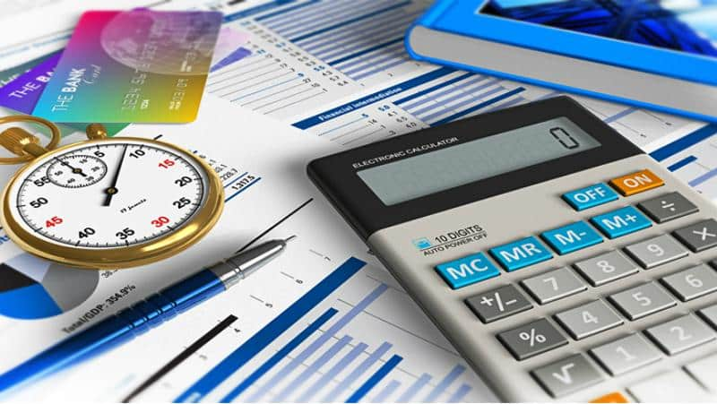 часы, калькулятор и документы