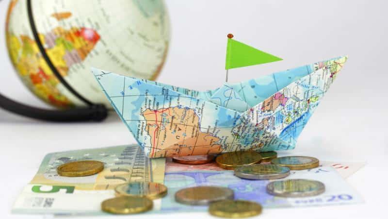 глобус и деньги